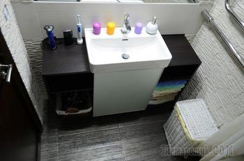 Ванная комната с каменными стенами