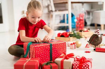 5 случаев, когда нужно оставить ребенка без подарка