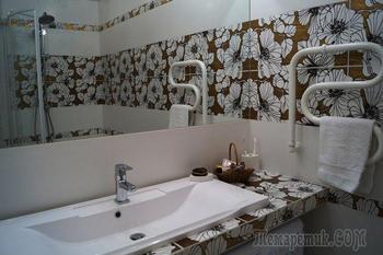 Нарядный интерьер в ванной комнате