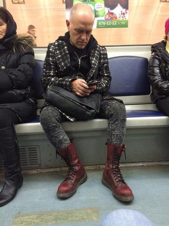 19 чудаковатых модников, которых можно встретить в российском метро