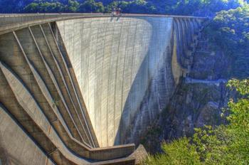 Усмирённая мощь стихии: 9 красивейших плотин мира
