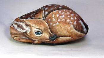 Итальянская художница превращает речные камни в словно живые произведения искусства