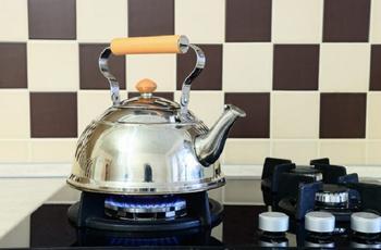 Очищаем чайник от накипи