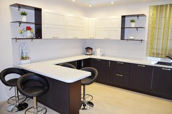 Кухня: огромная комната в частном доме