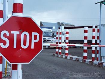 Президент на время запретил выдворять иностранцев и ограничивать их въезд в РФ