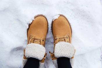 7 лайфхаков для зимней обуви, чтобы не скользить