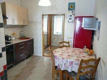 Кухня: маленькая, но с настоящей печкой