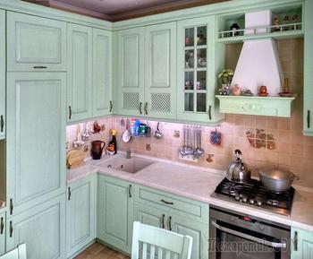 «К нам все приходят подсмотреть идеи». О ремонте кухни в светло-зеленых тонах