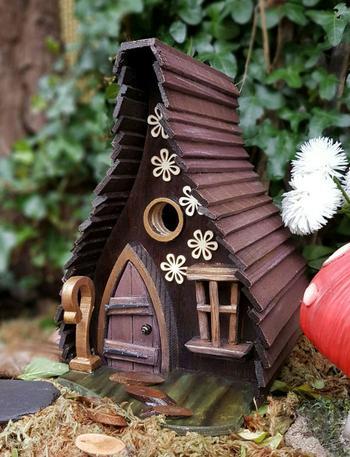 Я делаю скворечники для маленьких птиц, которые живут в Вашем саду