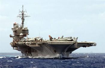 Как советские подводники американский авианосец таранили