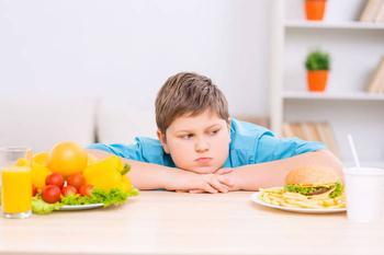 Как уберечь ребенка от ожирения и помочь ему похудеть