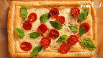 Проще, чем пицца. Пирог из слоеного теста с помидорами и моцареллой