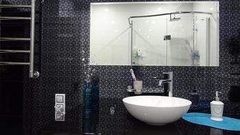 Ванная: глянцевый стерильный интерьер