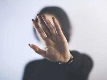 Как распознать и защититься от людей, лишающих вас удачи