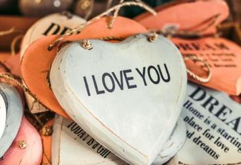 Любовный гороскоп на апрель 2020: хаотичный и непредсказуемый месяц