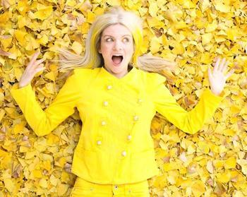 Мисс Солнышко: 35-летняя американка окружила себя желтым цветом