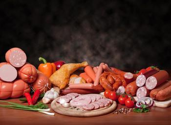 Мясной яд: налог на колбасу может поднять цены почти на 30%