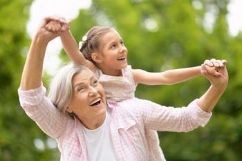 Дети, воспитанные бабушкой и мамой: в чем разница?