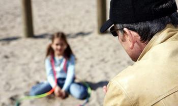 Как обезопасить ребёнка от «нехороших» взрослых?