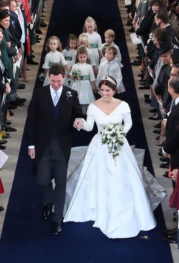 Почему внучка королевы отказалась от свадебной фаты, вызвав бурные обсуждения своей открытой спины
