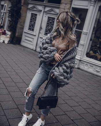 С чем носить серый кардиган