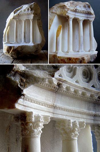 Британец вырезает крохотные скульптуры из камня, которые напиминают средневековые шедевры