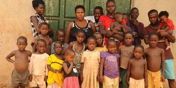 Гений плодовитости из Уганды: 39-летняя мать-одиночка сама растит своих 38 детей