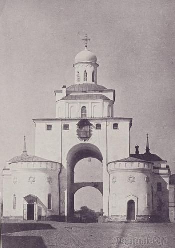На Золотых воротах во Владимире шестиконечные звёзды. Почему?