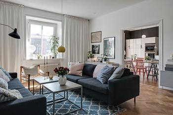 Скандинавская квартира с черной кухней (104 кв. м)