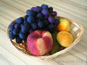 Создаем гроздь винограда в технике сухого валяния