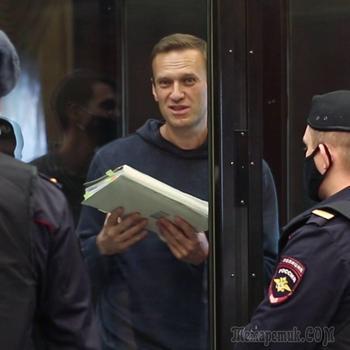 Негодование Запада и слезы жены: Навального отправляют в колонию