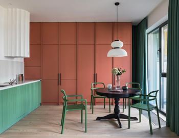 Практичная маленькая квартира с ярким эклектичным характером в Минске