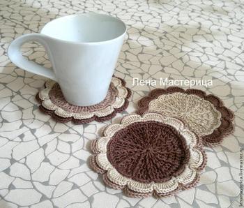 Вяжем уютные подставки под чашки