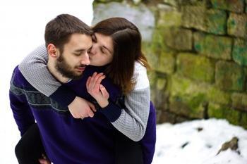 Три счастливчика декабря: знаки Зодиака для которых судьба подготовила сюрпризы в любви