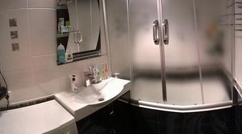Ванная: смастерили вешалку для полотенец и карго под ванной