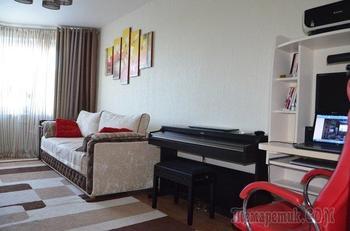 Гостиная: пианино, рабочий стол в зале с мапидовской отделкой