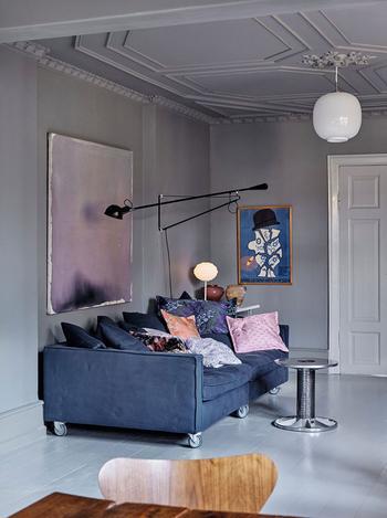 Серая квартира с яркими цветовыми акцентами в Копенгагене (168 кв. м)