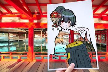 Японская художница раскрашивает вырезанные в бумаге силуэты с помощью окружающей природы