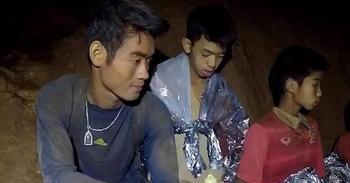 История тренера из тайской пещеры, который научил детей медитировать и этим спас их