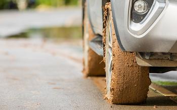 8 приемов безопасного вождения на грунтовке