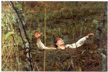 Вопрос на засыпку: почему болотная трясина засасывает?