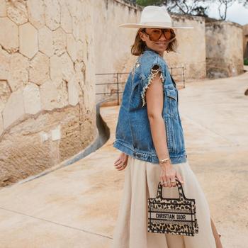 Как стильно носить джинсовые вещи летом: 18 образов в различных модных направлениях