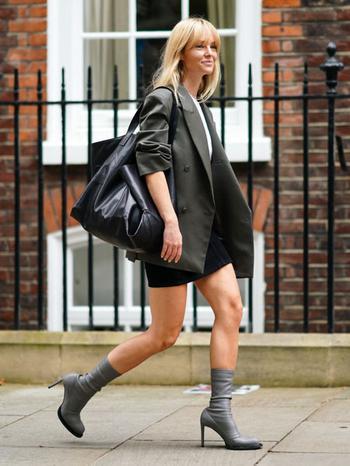 Модель с подвохом: история сумки тоут, которую обожают все модницы