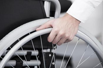 Увольнение по инвалидности: по собственному желанию, по инициативе работодателя, порядок и положенные выплаты