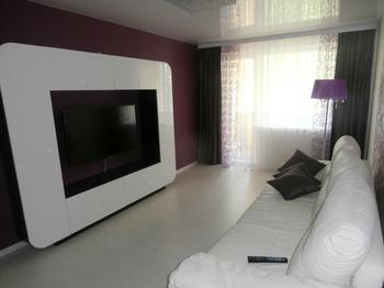 Белый интерьер, I-мебель в гостиной комнате