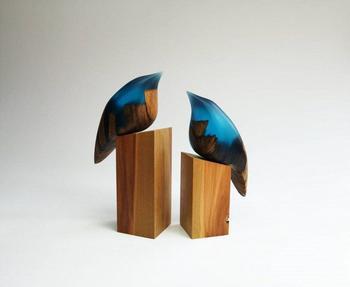 Оригинальные скульптуры из дерева и смолы