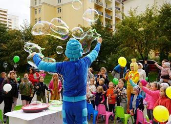 «Пчеловод», «Cadillac» и «Любимка»: какую музыку включают на детских праздниках?