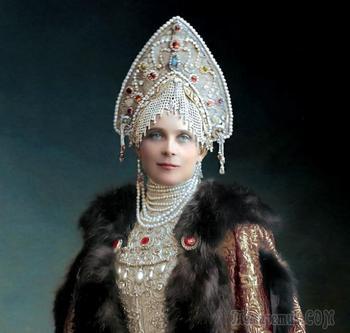 Великолепие костюмированного бала Романовых в раскрашенных фотографиях 1903 года