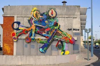 Скульптуры животных из мусора