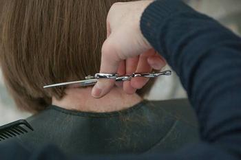 Как подстричь мальчика ножницами: правила, которые должна знать каждая мама